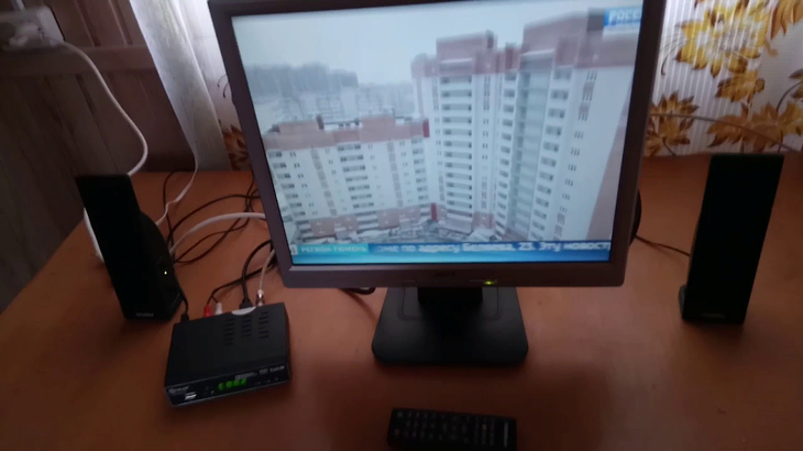 DVB-T приставка, превращающая монитор в ТВ-приёмник.