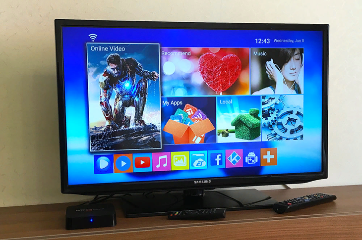 Приставка для трансляции ТВ-каналов в виде мини-ПК на Андроид.